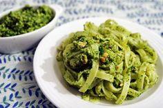 Tagliatelle with parsley and hazelnut pesto Seafood Recipes, Pasta Recipes, Cooking Recipes, Pesto, Food Ethics, Feel Good Food, Lebanese Recipes, Spaghetti, Healthy