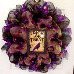 Deco Mesh Garland, Deco Mesh Ribbon, Deco Mesh Wreaths, Door Wreaths, Halloween Mesh Wreaths, Halloween Crafts, Halloween Decorations, Halloween Door, Holiday Crafts