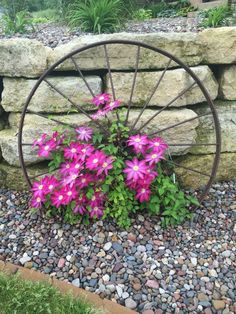 15+ Awesome Rustic Garden Decor Ideas & WagonWheel3   Pinterest   Wagon wheels Wheels and Gardens