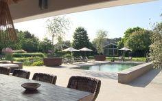 Parkachtige tuin met zwembad – -