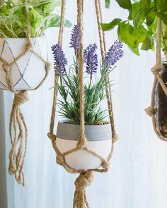 Macrame Plant Hanger - 100 Best Macrame Ideas for Hanging Plants - DIY & Crafts Macrame Plant Holder, Plant Holders, Diy Hanging, Hanging Planters, Plant Crafts, Diy Crafts, Plant Projects, Plant Hanger, House Plants