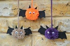 Bat Crafts - Pom Pom Bats - Red Ted Art - Kati P. - Bat Crafts - Pom Pom Bats - Red Ted Art Cute Pom Pom Bats How To - these pom pom bats are such so so cute! Who says bats (and Halloween crafts) have to be scary? Diy Halloween, Theme Halloween, Adornos Halloween, Halloween Crafts For Kids, Halloween Activities, Holidays Halloween, Crafts To Make, Kids Crafts, Halloween Treats