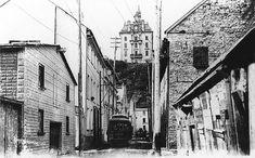 Rue Saint-Jacques, basse-ville, Québec, vers 1910.  (Source: MP-0000.1160.10 © McCord Museum)