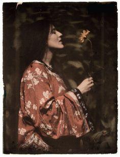 Alvin Langdon Coburn, Woman in a Kimono with Sunflower, autochrome, 1908