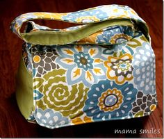 We love this easy sew messenger bag from @Mama Smiles - Joyful Parenting using @Waverly fabric! #waverize