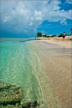 Grand Turk Island - Beautiful Caribbean Waters | Lizzy Davis Photography