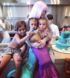 Pequenas sereias: North West e Penelope Disick ganham festa de aniversário temática