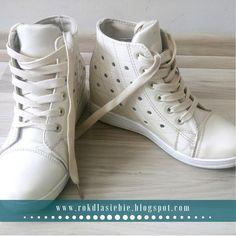 Buty na wiosnę, czyli kwietniowe zakupy Sneakers, Shoes, Fashion, Tennis, Moda, Slippers, Zapatos, Shoes Outlet, Fashion Styles