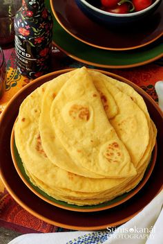 Szeretjük a tortillát, de amikor elolvastuk a csomagoláson, mennyi káros anyag található a bolti változatban, nem v... Pitta, Naan, Hamburger, Grilling, Good Food, Food And Drink, Cooking, Ethnic Recipes, Paleo