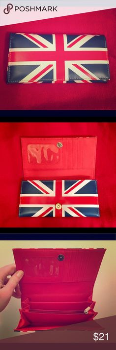 Union Jack (United Kingdom flag) Wallet It's been never used. If you like the Union Jack flag then it's perfect for you! Bags Wallets