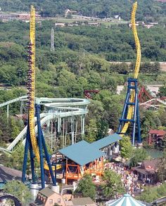 "Vertical Velocity @ Six Flags Great America - Gurnee, IL. Dubbed for short, this ""impulse coaster"" from Intamin uses electromagnets to accelerate the train back and forth through the station. Six Flags, Crazy Roller Coaster, Roller Coasters, Universal Studios, Universal Orlando, Great America, Amusement Park Rides, Water Slides, The Good Place"