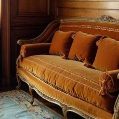 Settee Sofa, Autumn Cozy, Cozy Cottage, Love Seat, Victorian, Comfy, Living Room, Inspiration, Furniture