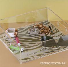"""Use no quarto como um """"Catch All"""" para celulares, livros e miudezas. www.paperview.com.br"""