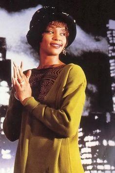 #WhitneyHouston looking very pretty in a bibbity bobbity hat  http://ozmusicreviews.com/whitney-houston-dies-in-the-la-hilton