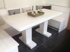 Eet-hoekbank incl. tafel met 2 centrale poten voor in keuken.