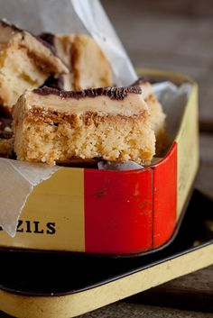 Millionaires shortbread from Simple & Delicious Sweets Recipes, Easy Desserts, Baking Recipes, Easy Delicious Recipes, Tasty, Yummy Food, Easy Recipes, Bread Dishes, Dessert Drinks