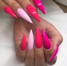 On average, the finger nails grow from 3 to millimeters per month. If it is difficult to change their growth rate, however, it is possible to cheat on their appearance and length through false nails. Gorgeous Nails, Love Nails, Pink Nails, My Nails, Pink Stiletto Nails, Stylish Nails, Trendy Nails, Young Nails, Cute Acrylic Nails
