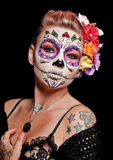 Day of the Dead, Halloween, sugar skull face paint Halloween Makeup Sugar Skull, Sugar Skull Costume, Sugar Skull Makeup, Adulte Halloween, Halloween Kostüm, Halloween Costumes, Witch Costumes, Halloween Labels, Group Halloween