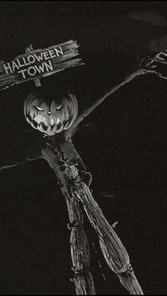 Halloween Wallpaper Iphone, Fall Wallpaper, Retro Wallpaper, Disney Wallpaper, Estilo Tim Burton, Tim Burton Art, Tim Burton Films, Halloween Cartoons, Halloween Pictures