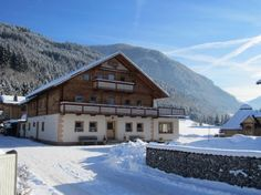 Ruim 26-persoons chalet met catering en houtgestookte sauna in Flachau