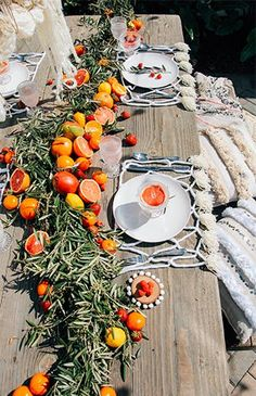 brunch ideen This intimate courtyard spring brunch is filled with neutral boho and macrame details, and a citrus centerpiece that brings bursts of color!