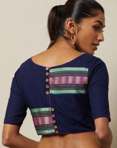 Trendy Collections of latest blouse back neck designs Find and explore top 15 latest saree blouse designs 2020 model trending on internet. View more latest blouse back neck design pattern. Kurta Designs, Cotton Saree Blouse Designs, Blouse Back Neck Designs, Simple Blouse Designs, Stylish Blouse Design, Anamika Khanna, Saris, Sari Bluse, Khadi