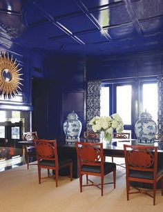 Habitually Chic®: Pretty Porcelain  Amazing  lacquered walls and ceiling.