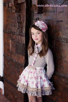 "ABRAZZOSS: NUEVA COLECCIÓN DE LA MANO DE LA AMAPOLA ""COLECCIÓN MARTINA"" Little Girl Outfits, Little Girl Fashion, Cute Little Girls, Kids Outfits, Baby Girl Dresses, Baby Dress, Cute Dresses, Flower Girl Dresses, Young Fashion"