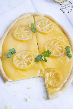 Idealnie kruche ciasto oraz orzeźwiający, aksamitnie delikatny, intensywnie cytrynowy lemon curd tworzą niepowtarzalny i przepyszny wielkanocny mazurek.