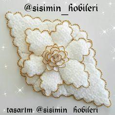 Crochet Accessories, Model, Crochet Flowers, Toss Pillows, Amigurumi, Scale Model, Models, Template