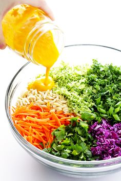 detox salad is SERIOUSLY delicious -- made with all sorts of feel-good ingredients, and topped with a tasty Japanese carrot-ginger dressing. Carrot Ginger Dressing, Carrot And Ginger, Vegan Vegetarian, Vegetarian Recipes, Healthy Recipes, Vegetarian Cookbook, Detox Diet Drinks, Cleanse Detox, Juice Cleanse