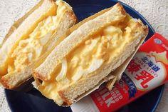余った練乳をおいしく生かす、「まろやか練乳たまごサンド」のレシピをご紹介します!雪印のレシピを参考に作ってみたのですが、めちゃくちゃおいしかった…! Condensed Milk Recipes, Egg Sandwiches, Looks Yummy, Food Photo, Hot Dog Buns, Asian Recipes, Bread Recipes, Food To Make, Main Dishes