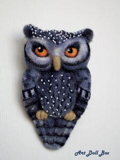 Grey Owl. Needle felted brooch. Handmade, 3.9 in