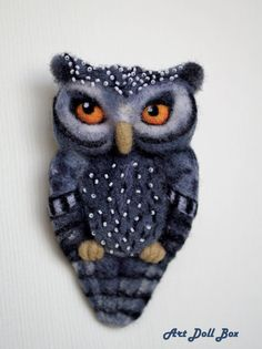 Grey Owl. Needle felted brooch. Handmade, 3.9 in