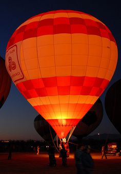 State Farm orange with lights Hot Air Balloon at Night Balloon Glow, Air Balloon Rides, Hot Air Balloons, Air Ballon, Zeppelin, Cool Photos, Places To Go, Scenery, Around The Worlds