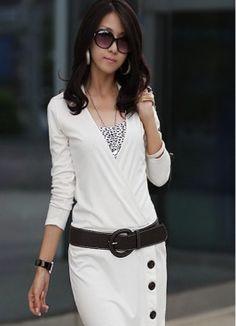 Vestido Blanco con Escote V y Adorno de Botones