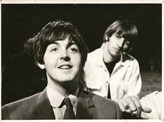 Beatles Paul McCartney and Ringo Starr Beatles Love, John Lennon Beatles, Beatles Photos, Paul Mccartney, Great Bands, Cool Bands, Richard Starkey, Sir Paul, The Fab Four