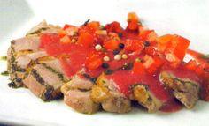 Receta de Magret de pato con fresones en http://www.recetasbuenas.com/magret-de-pato-con-fresones/  Cocina un rico magret de pato acompañado con fresones de una forma rápida y fácil. Al acompañarlo de fresones resultará un plato de lo más atractivo. #recetas #Carne #pato