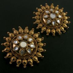 Indian Jewelry – Indian Jewelry Famous Around the Globe >>> Visit the image link… Antique Jewellery Designs, Gold Earrings Designs, Antique Jewelry, Pendant Jewelry, Gold Jewelry, Jewelery, Gold Necklaces, Indian Earrings, Indian Jewelry