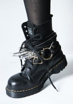 Back in the day (middle/high school) I would've been all over these! Great sh*t-kickers!
