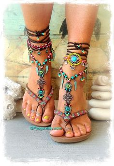 BOHO chic barfuss Sandalen bunte Sommer Fußschmuck von GPyoga BOHO chic barefoot sandals colorful summer foot jewelry by GPyoga 29 Chic Casual Style Shoes You Should Own - Women Shoes Trends Have a look at for the hottest brands in boho fashion, see long Bohemian Mode, Boho Gypsy, Hippie Boho, Hippie Shoes, Boho Fashion, Fashion Shoes, Womens Fashion, Fashion Spring, Style Fashion