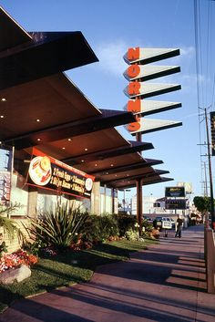 Norms Restaurant - Googie Style by Joey Z1, via Flickr