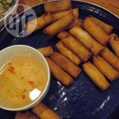 Thailändische Frühlingsrollen (Po Piah), auch als spring rolls bekannt kann man auch einfach zu Hause selber machen @ de.allrecipes.com
