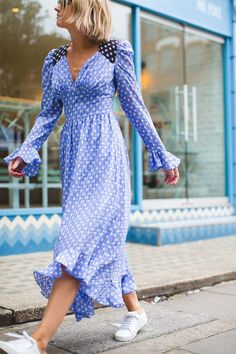 A Style Album's Emma Thatcher Picks Her Fave Dresses 90s Fashion, Fashion Show, Fashion Trends, Fashion Editor, Fashion Tips, Fall Dresses, Summer Dresses, French Girl Style, All Jeans