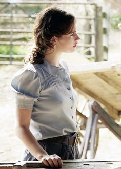 """lilyjamessource: """"""""New film still of Lily James as Juliet Ashton in Guernsey. Lily James, Pretty Outfits, Pretty Dresses, Cute Outfits, 1940s Fashion, Vintage Fashion, The Guernsey Literary, Fall Looks, Retro"""