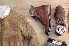 Em 1851, um homem chamado J. Sparkes-Hall, sapateiro oficial da Rainha Vitória, desenvolveu uma bota que, no lugar de cadarço, trazia elásticos laterais. A