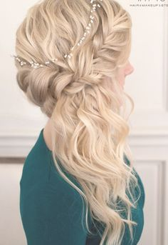 Wedding hairstyles with braids to the side curls half up half down 55 ideas Wedding Hair Front, Curly Wedding Hair, Romantic Wedding Hair, Braided Hairstyles For Wedding, Wedding Hair Pieces, Wedding Hair And Makeup, Wedding Braids, Trendy Wedding, Wedding Ideas