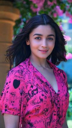 Alia Bhatt Biography - Age, Height, Wiki, Family & More - BuzzzFly Bollywood Actress Hot Photos, Indian Bollywood Actress, Beautiful Bollywood Actress, Most Beautiful Indian Actress, Bollywood Fashion, Indian Actresses, Bollywood Images, Indian Celebrities, Bollywood Celebrities