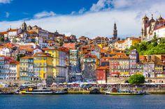 Casas coloridas, azulejos clássicos e arquitetura impecável são as inconfundíveis marcas da cidade do Porto, em Portugal!   CT Operadora Todos os destinos, seu ponto de partida #ctoperadora #queroconhecer #seupontodepartida #viagem #seumelhordestino #beautifuldestinations #viajar #travel #travelgram #amazing #instatrip #destination #wanderlust #shootoftheday #instatravel #seupontodepartida #queroviajar #wanderlust #beautiful #porto #cidadedoporto #portugal