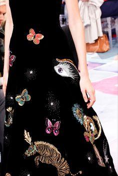 Schiaparelli, Alta Moda Autunno-Inverno 2016-17 #detail #embroidery #pattern #motif #aw17 #pfw